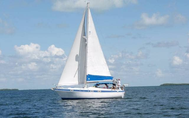 Learn-to-sail-on-our-22-sailboats